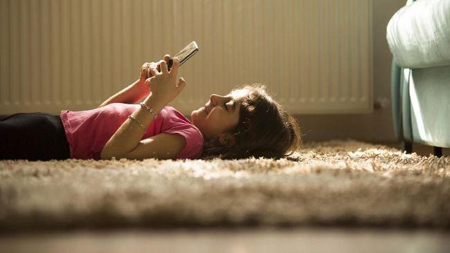 Main Gawai Lebih dari Satu Jam Hambat Perkembangan Otak Anak