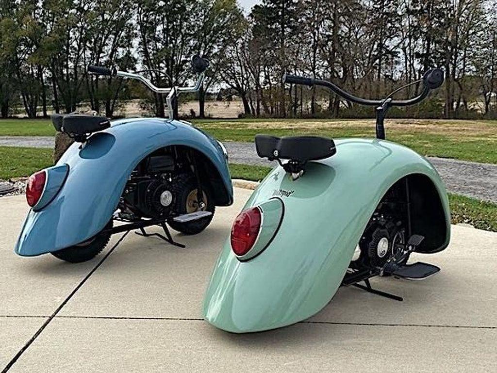 Desain unik terlihat dari motor mungil ini, bayangkan saja satu fender Volkswagen Beetle alias kodok ini diselipkan mesin dandua roda besar. Foto: Pool (Autoevolution)