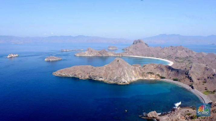 Pulau Padar juga diterima sebagai Situs Warisan Dunia UNESCO, karena berada dalam wilayah Taman Nasional Komodo