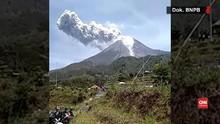 VIDEO: Gunung Merapi Meletus, Hujan Abu Guyur Desa Sekitar