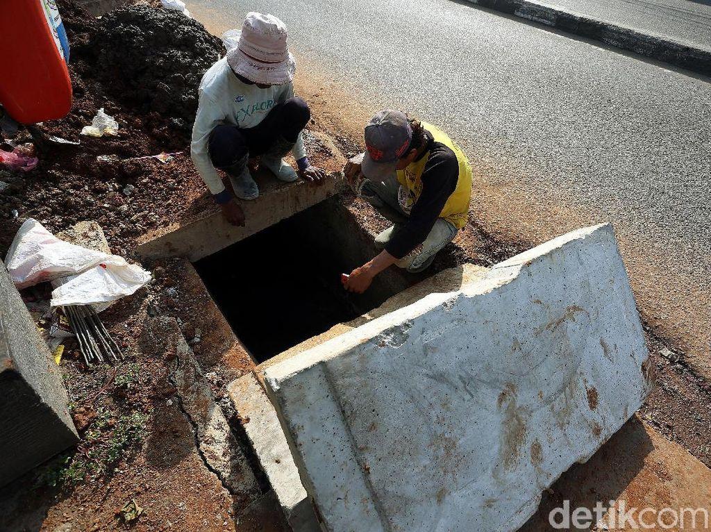 Pebaikan ini untuk mengantisipasi banjir di depan Pasar Pondok Gede.