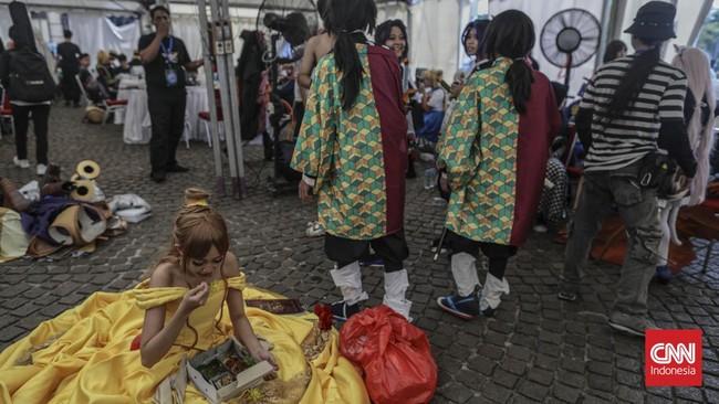 Sejumlah cosplayer mengikuti Jakarta Cosplay Parade 2019 di Lapangan Silang Monas, Jakarta Pusat, Minggu (17/11). (CNN Indonesia/Bisma Septalisma)