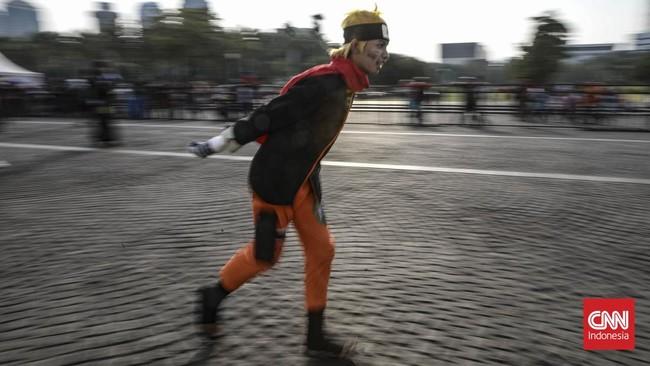 Tak perlu ke Jepang untuk bertemu Naruto. Pada Minggu (17/11), ia tampak melenggang di Lapangan Silang Monas, Jakarta Pusat.(CNN Indonesia/Bisma Septalisma)