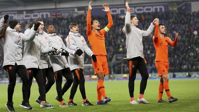 Hasil imbang membuat Belanda sudah tidak terkejar Irlandia Utara di Grup C karena unggul head-to-head. Belanda tinggal memperebutkan status juara grup dengan Jerman. (AP Photo/Peter Morrison)