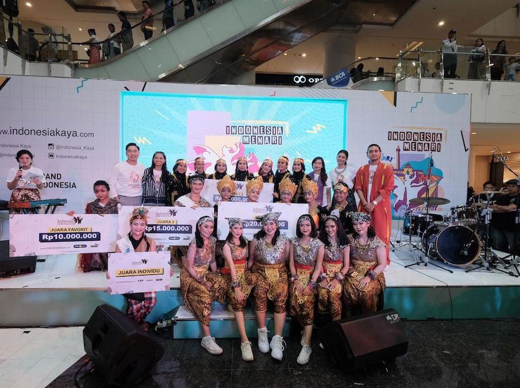 Para pemenang Indonesia Menari foto bersama.