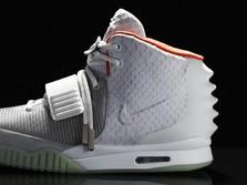 Takjub! Sepatu 'Yeezy' Kanye West Laku Rp 26 M