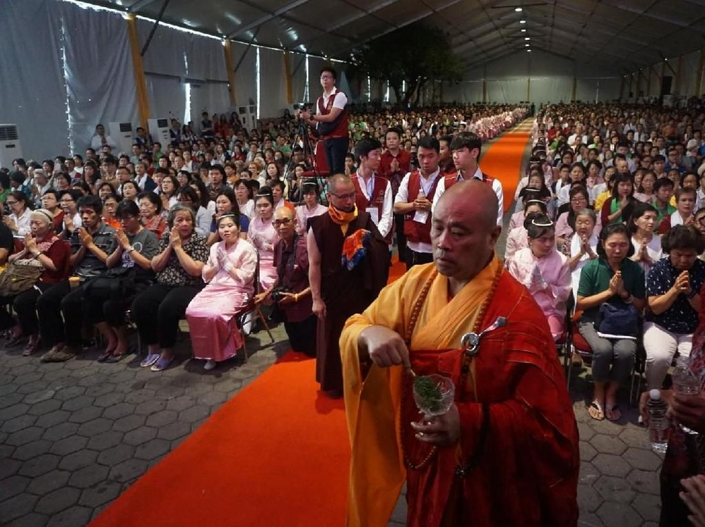 Acara ini dihadiri Direktur Jenderal Bimbingan Masyarakat Buddha, Caliadi, S,H.,M.H dan seratus anggota Sangha.