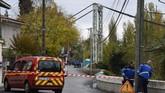 Kementerian Lingkungan menuturkan bahwa inspeksi terbaru terhadap jembatan itu menunjukkan tidak ada kecacatan dalam struktur jembatan. (Photo by ERIC CABANIS / AFP)