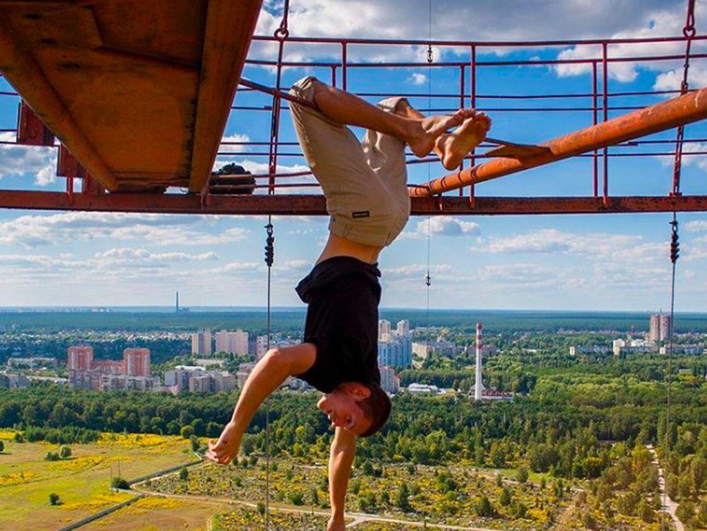 Mungkin saya bisa mengajari Anda agar tak takut ketinggian. Tapi aksi itu bisa membunuhmu. Sebaiknya jangan melakukannya, sarannya. Foto: Instagram