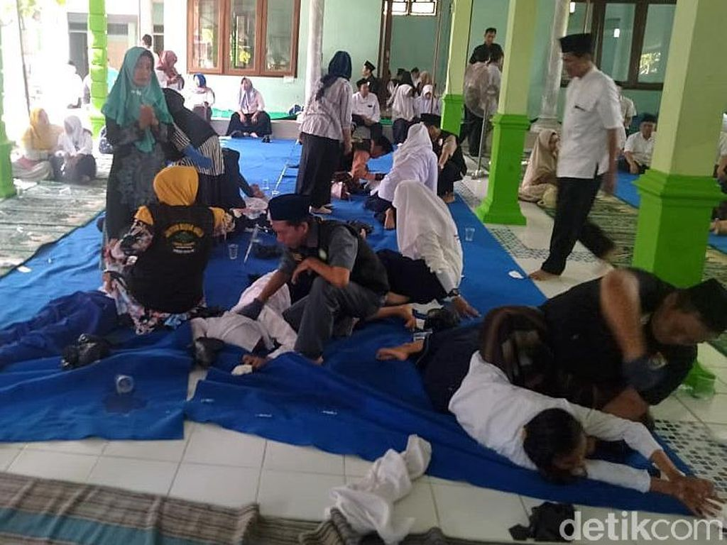 Puluhan Siswa SMP di Jombang Dirukyah Massal