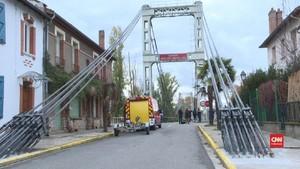 VIDEO: Jembatan Gantung Ambruk di Prancis, Dua Orang Tewas