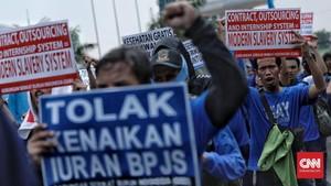 FOTO: Demo Buruh di Kemenaker Tuntut Pencabutan PP Pengupahan