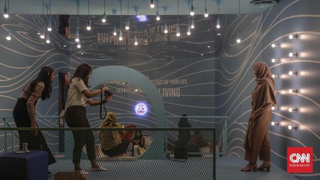 Ada tujuh ruangan dengan seni instalasi demi selfie dalam acara ini. (CNN Indonesia/Bisma Septalisma)