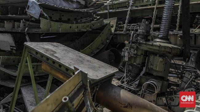 Potongan bangkai pesawat itu sendiri merupakan barang lelang dari maskapai penerbangan yang tak lagi menggunakan kendaraan udara tersebut karena sudah tak layak terbang. (CNN Indonesia/Bisma Septalisma)