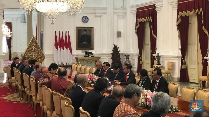 Para petinggi perusahaan-perusahaan besar menghadap Presiden Jokowi di Istana.