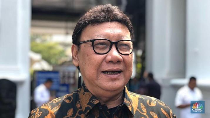 Menteri Pendayagunaan Aparatur Negara dan Reformasi Birokrasi (Menpan RB) Tjahjo Kumolo (CNBC Indonesia/Chandra Gian Asmara)