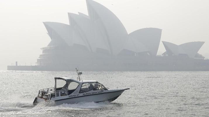 Kabut asap akibat kebakaran lahan menyelimuti Sydney, Australia Kamis (21/11/2019).