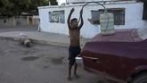 Sekitar 4,5 juta penduduk Venezuela memutuskan pergi ke negara lain untuk mencari uang dan kehidupan yang lebih baik akibat krisis. (AP Photo/Rodrigo Abd)