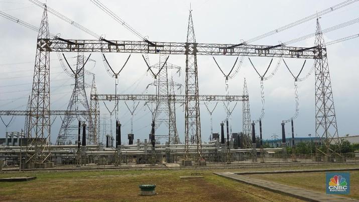 PLTU Tanjung Jati B yang merupakan salah satu pembangkit yang paling diandalkan oleh PLN untuk memenuhi kebutuhan listrik sistem interkoneksi Jawa-Bali.  PLTU Tanjung Jati B memegang peran sentral dalam sistem interkoneksi Jawa-Bali   Hingga triwulan III 2019, PLTU dengan kapasitas 4 x 710 MW ini memiliki kesiapan produksi listrik (Equivalent Availability Factor – EAF) hingga 93,6% selama setahun.  Sejak pertama kali beroperasi pada tahun 2006 PLTU Tanjung Jati B menjadi tulang punggung kelistrikan Jawa-Bali.   PLTU Tanjung Jati B berkontribusi 12% atau  setara dengan kebutuhan listrik sekitar 5 juta pelanggan rumah tangga  Keberadaan pembangkit ini diharapkan tidak hanya bermanfaat bagi  kontinyuitas suplai listrik, namun juga turut membantu pemerintah dalam penghematan APBN.   Secara produksi listrik PLTU Tanjung Jati B mampu berkontribusi sebesar 12% atau setara denagan kebutuhan listrik sekitar 5 juta pelanggan rumah tangga.  (CNBC Indonesia/Peti)