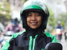 Dewi, Single Parent yang Mengaspal Bersama Grab