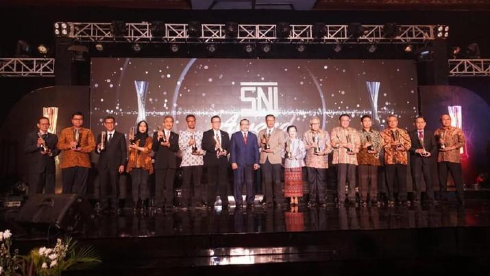 PLN Unit Induk Distribusi (UID) Jakarta Raya raih Anugerah GOLD SNI Award 2019 untuk Organisasi Besar Jasa.