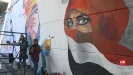 VIDEO: Mahasiswa di Baghdad Lukis Mural Lawan Pemerintah
