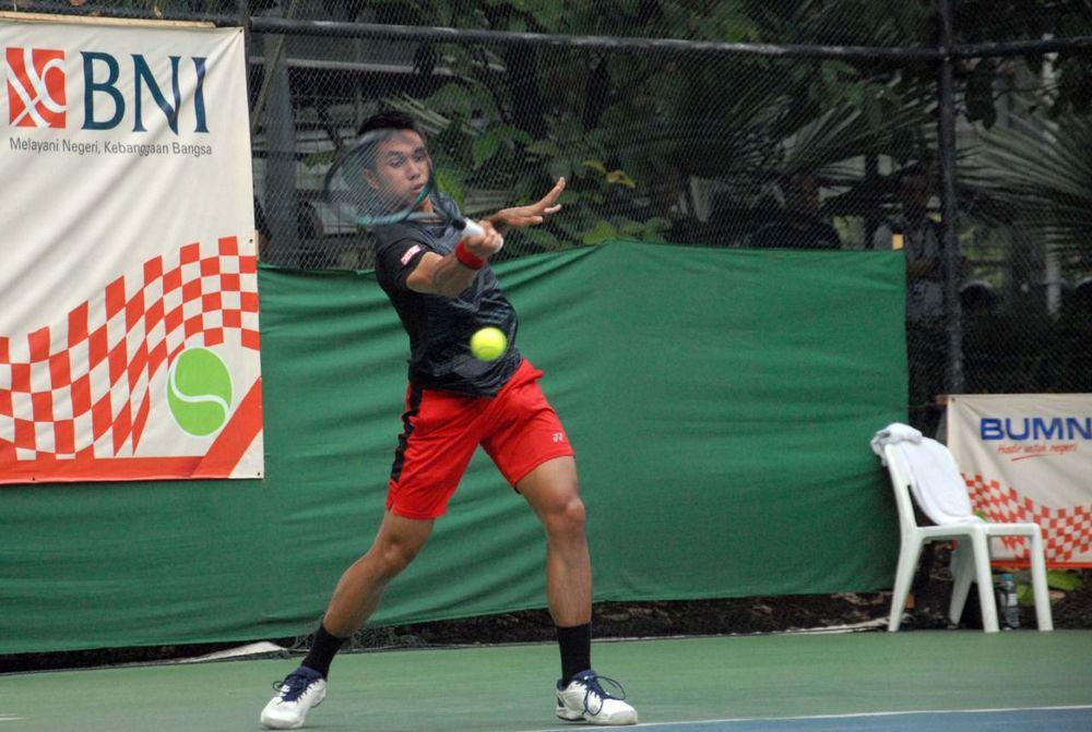 Aksi Petenis Pelatnas Putra Indonesia Christopher Rungkat di laga final BNI Tennis Open 2019