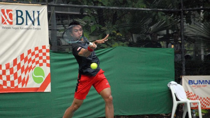 Aksi Petenis Pelatnas Putra Indonesia Christopher Rungkat di laga final BNI Tennis Open 2019
