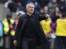 Mourinho hingga Gerrard Menanti 'Hibahan' Gelar dari Man City