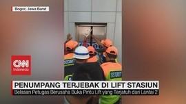 VIDEO: Lift Stasiun Parungpanjang Jatuh, Penumpang Terjebak