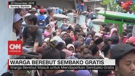 VIDEO: Ricuh Saat Warga Berebut Sembako Gratis