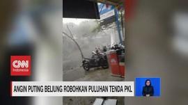 VIDEO: Angin Kencang Robohkan Puluhan Tenda PKL di Jawa Timur