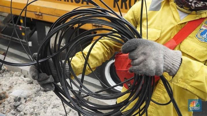 Begini Penampakan Kabel Fiber Optik yang Semrawut di Senen