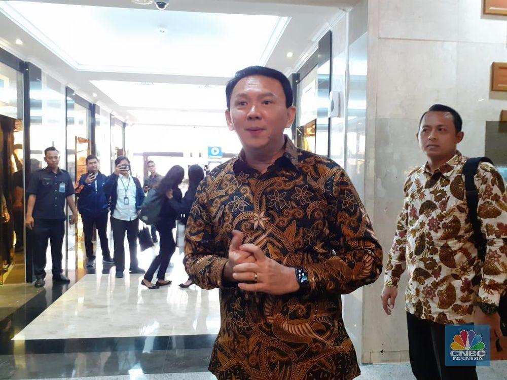 Komut Pertamina Basuki Tjahaja Purnama alias Ahok saat tiba di Kementerian BUMN, Senin (25/11/2019) pagi. Selaku komisaris utama Pertamina, Ahok berharap ada dukungan masyarakat sehingga membantu kerja-kerjanya selaku komisaris utama.