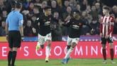 Penyerang Manchester United Mason Greenwood merayakan gol ke gawang Sheffield United bersama Marcus Rashford. Dua gol MU lainnya di laga ini dijaringkan Brandon Williams dan Rashford. (AP Photo/Jon Super)