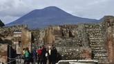 Pemandangan reruntuhan pemandian air panas Pompeii yang telah dibuka untuk wisata sejarah di Italia. (AFP/Filippo Monteforte)