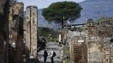 Pemandian umum asli kota itu lebih kecil, lebih gelap dan sering penuh sesak; area baru ini direncanakan menyediakan tempat yang lebih mewah untuk semua penduduk Pompeii yang berduit. (AFP/Filippo Monteforte)