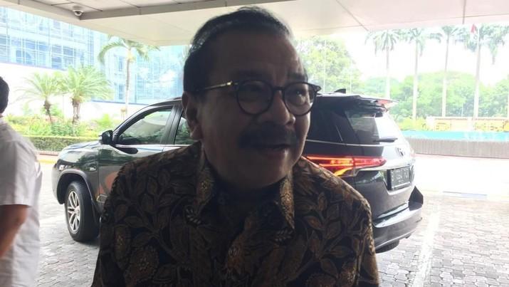 Mantan Gubernur Jawa Timur Soekarwo mundur dari jabatan selaku Komisaris Utama PT Semen Indonesia Tbk (SMGR).
