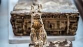 Saqqara, tempat penemuan mumi-mumi ini merupakan daratan dengan 11 piramida yang berisi benda-benda kuno. (Photo by Khaled DESOUKI / AFP)