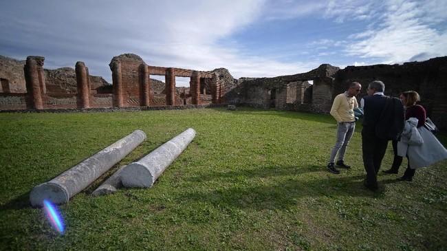 Pemandian air panas ini belum selesai dibangun dan terlanjur dilumat letusan Gunung Vesuvius pada 79 SM. (AFP/Filippo Monteforte)