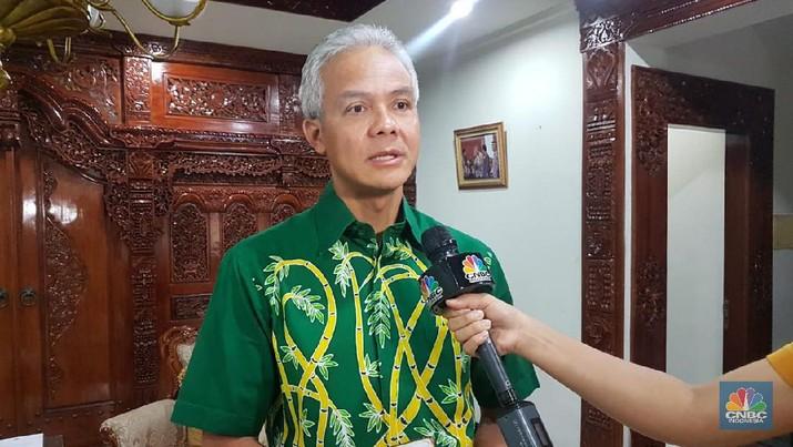 Ganjar Pranowo menyampaikan pesan dari keluarga Jokowi agar masyarakat mendoakan dari rumah, untuk mencegah kerumunan.