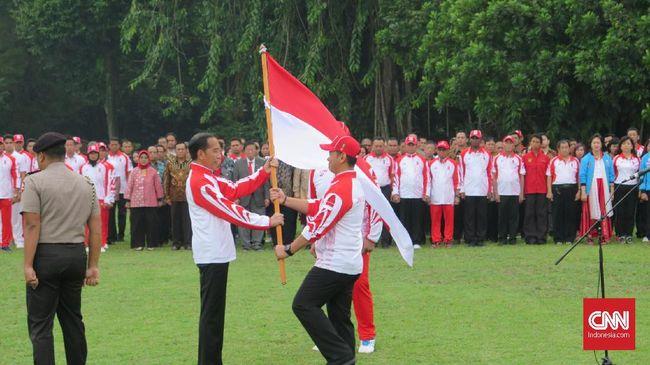 Jokowi Lepas Kontingen SEA Games di Tengah Gerimis