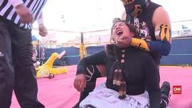 VIDEO: Aksi Gulat Wanita di Bolivia Seperti WWE
