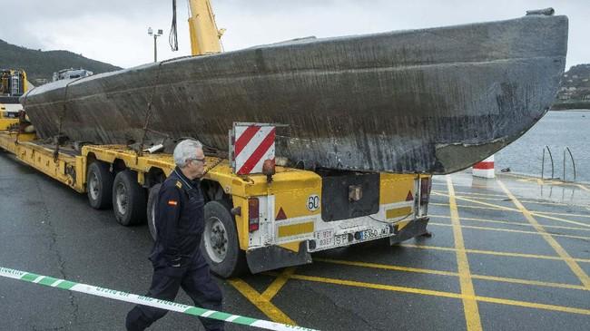 Menurut aparat kepolisian Spanyol, kapal selam itu sebenarnya bisa menampung kokain hingga lima ton. Kapal itu biasanya dibuat di kawasan sungai terpencil di kawasan hutan di Kolombia, Ekuador, sampai Guyana. (Lalo R. VILLAR / AFP)