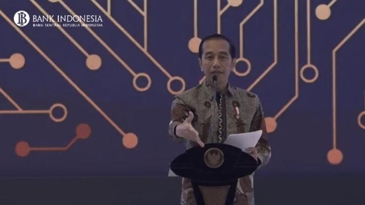 Presiden Joko Widodo (Jokowi) terus menerus menghantam soal besarnya impor minyak dan gas (migas) yang dilakukan oleh Indonesia.