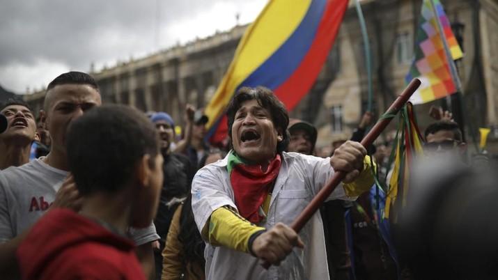 Ribuan Massa Anti Pemerintah Tumpah di Kolombia