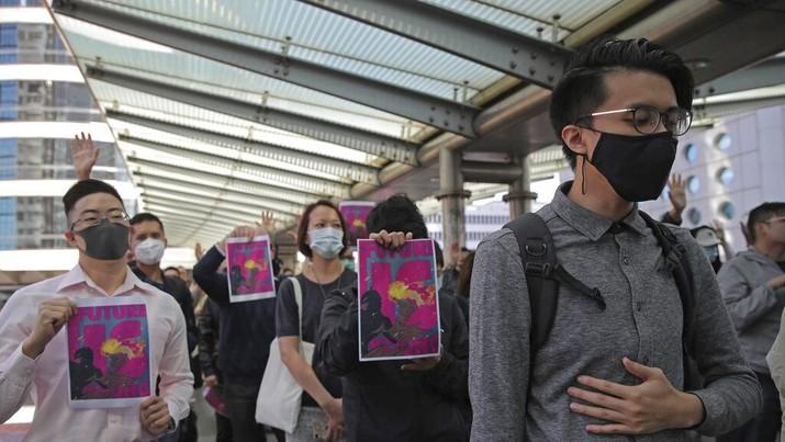 Massa pro demokrasi merayakan ditekennya UU Hak Asasi Manusia (HAM) dan Demokrasi Hong Kong oleh Presiden AS Donald Trump