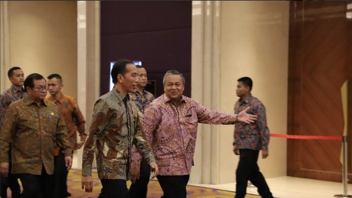Jokowi kembali sentil orang yang doyan impor migas yang telah buat neraca dagang RI tekor dan defisit transaksi berjalan (CAD).