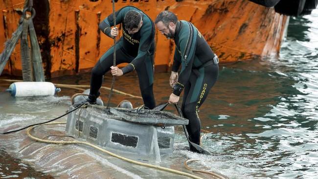 Kapal selam sepanjang 20 meter itu diduga berasal dari Amerika Selatan. Kartel narkoba dari Kolombia kerap menggunakan kapal selam untuk menyelundupkan narkoba melalui laut ke Meksiko sampai Amerika Serikat. (Lalo R. VILLAR / AFP)