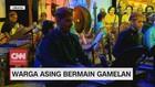 VIDEO: Warga Asing Bermain Gamelan